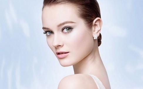 Весенняя коллекция макияжа Chanel посвящена жемчугу
