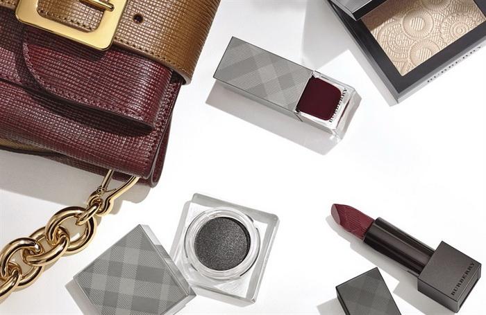 Burberry посвятил коллекцию макияжа кожаным аксессуарам