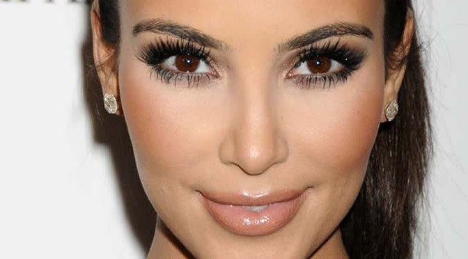 Секреты Ким Кардашьян: три лайнера для естественного макияжа глаз