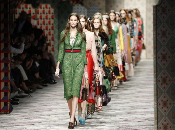 Если осенью Алессандро удалось «собрать» 11 обложек, то сейчас модный дом  уже 9 раз стал героем глянца. Наряды бренда используются для звездных  фотосессий, ... 0e852959f67
