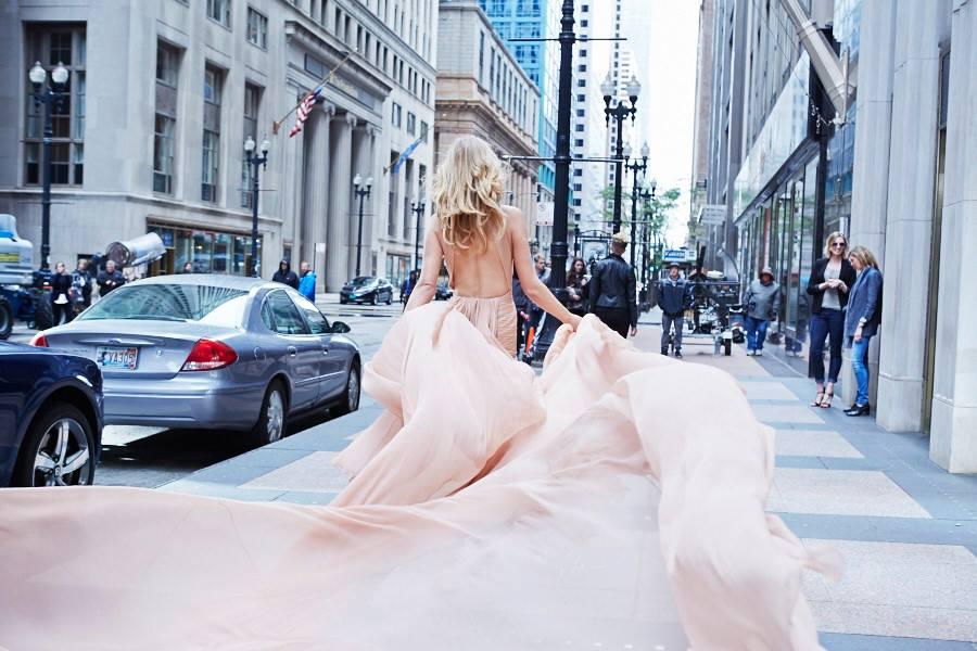Тони Гаррн снялась для рекламы розового парфюма Elie Saab