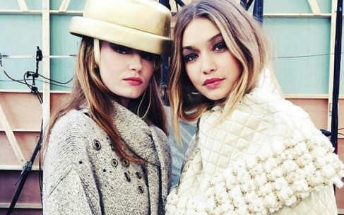 Наездница в костюме от Chanel: Paris Fashion Week