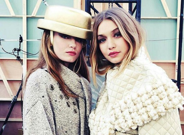 Наездница в костюме от Chanel: Paris Fashion Week