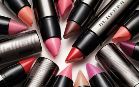 Burberry выпускает новую линию помад Full Kisses Lipstick