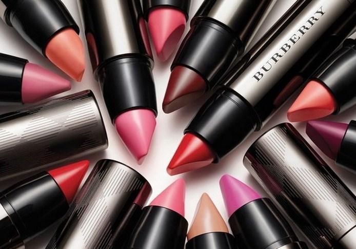Burberry выпускает новую линию помад Full Kisses Lipstick