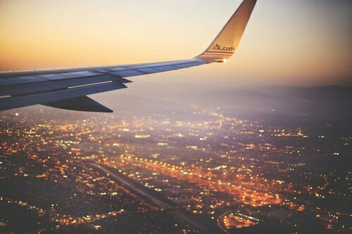 фото девушка с самолетом