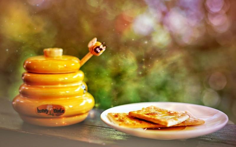 Причины пить воду с медом утром