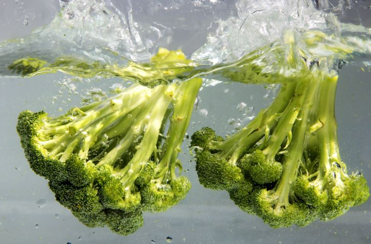 broccoli-is-a-terrific-source-of-vitamins-a-and-c-as-well-as-dietary-fiber-725x478