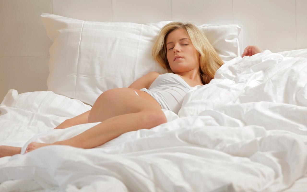 Спящие жевочки порно 23 фотография