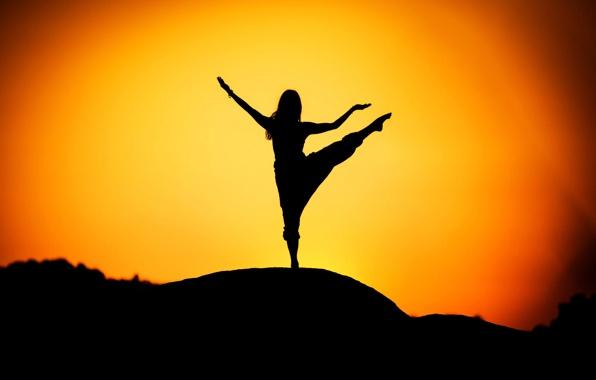 voshod-solnca-yoga-siluet