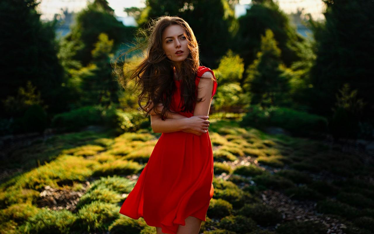 Лучшие платья для встречи лета: актуальные тенденции