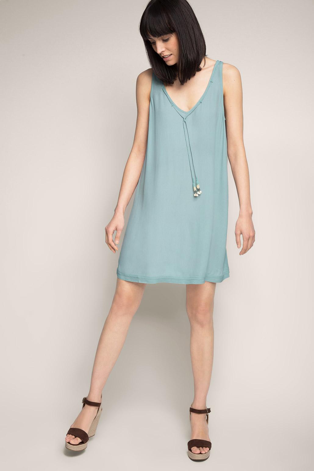 04c1e86c3d9 Известные модные дома наряжают свои моделей в яркие бюстгальтеры цвета  фуксии и сирень на прозрачных топах с длинным рукавом и контрастными  туниками
