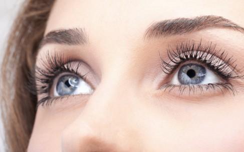 Как убрать морщины под глазами? Советы косметологов и домашний уход