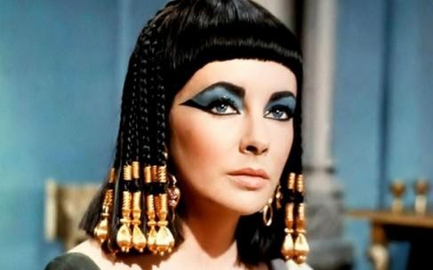 Бьюти-блогер из прошлого: Элизабет Тейлор учит делать макияж глаз
