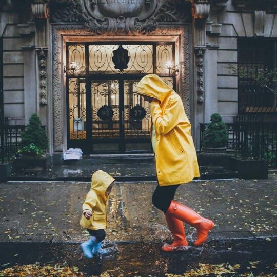 rainy-street-family-kid-Favim.com-4166839