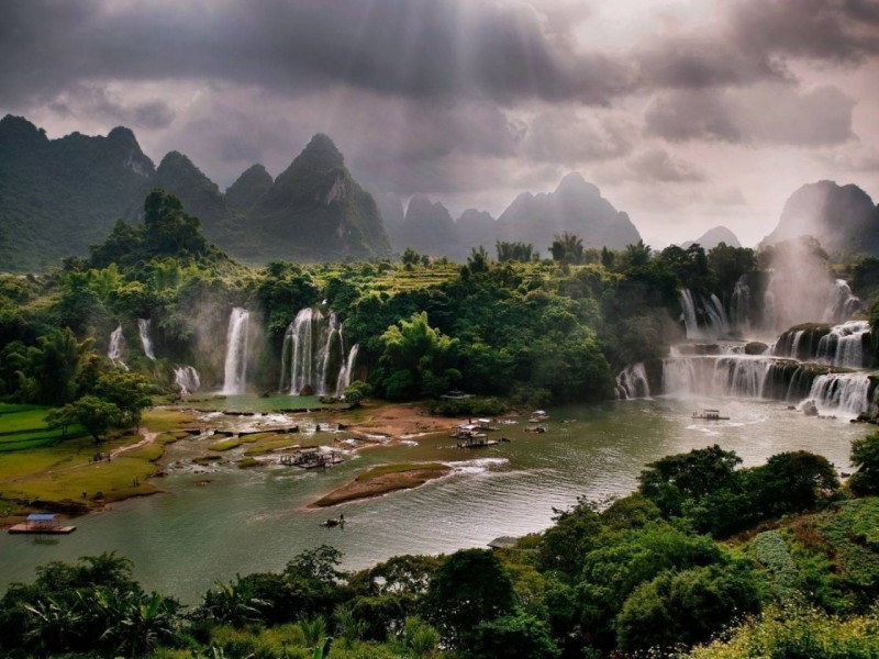 vietnam-waterfalls-river