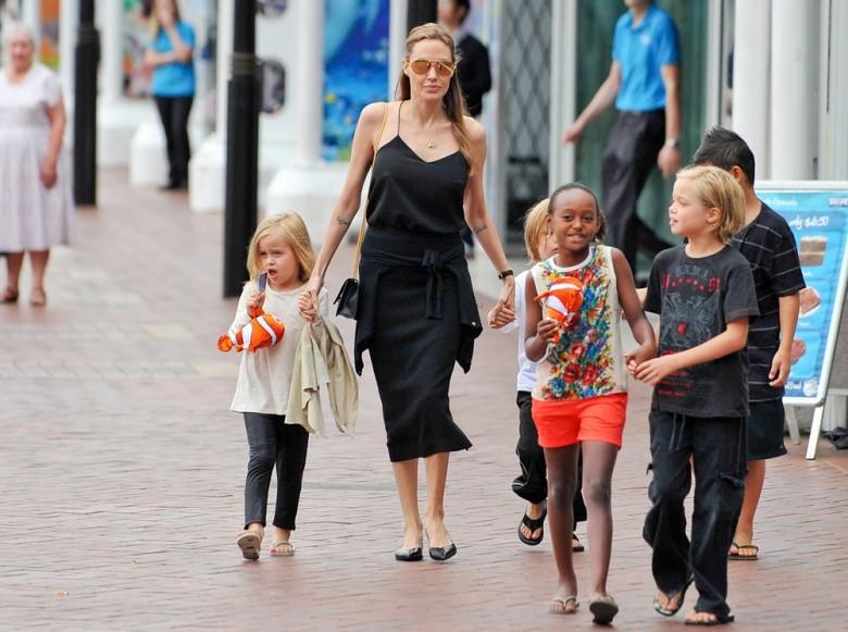 Телохранитель Джоли называет себя отцом ее детей