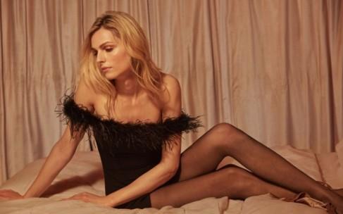 Трансгендер Андреа Пежич стала лицом рождественской коллекции одежды