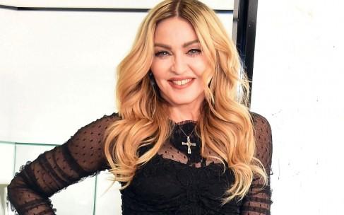 Пьяная Мадонна спровоцировала скандал на фотовыставке