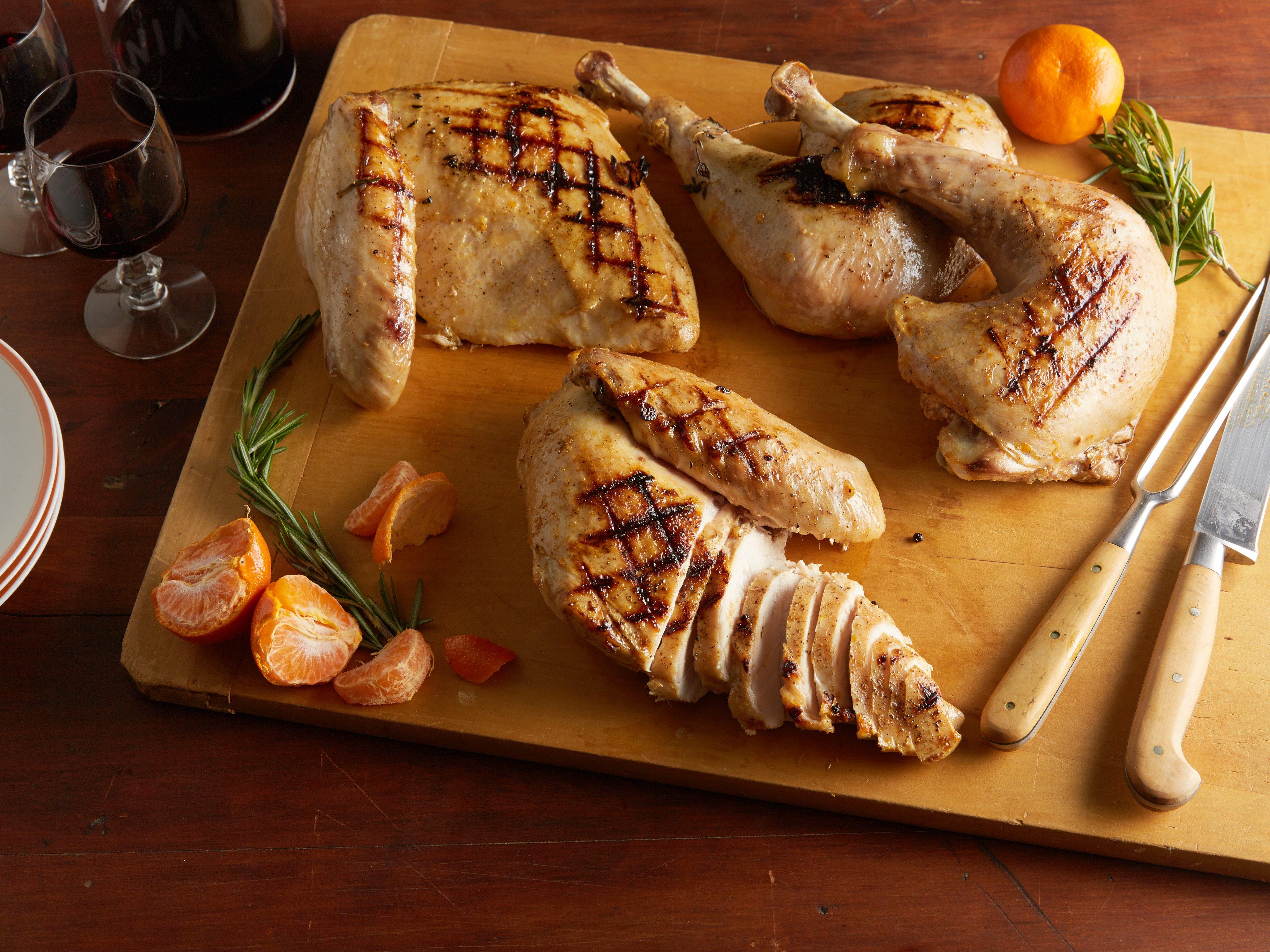 Куриная грудка со шпинатом и соусом из помидоров