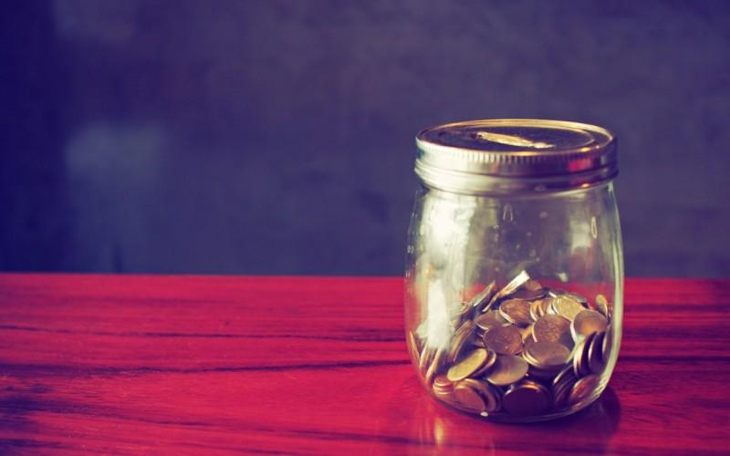 dengi-kopilka-monety