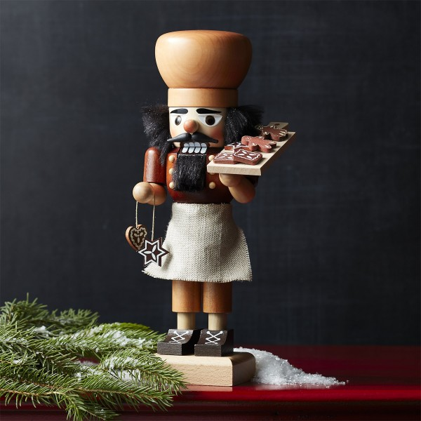natural-gingerbread-baker-nutcracker