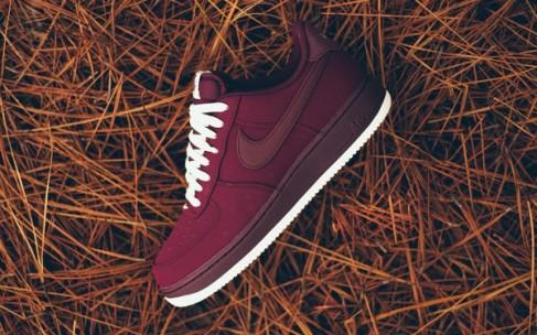 Кеды Nike модного цвета