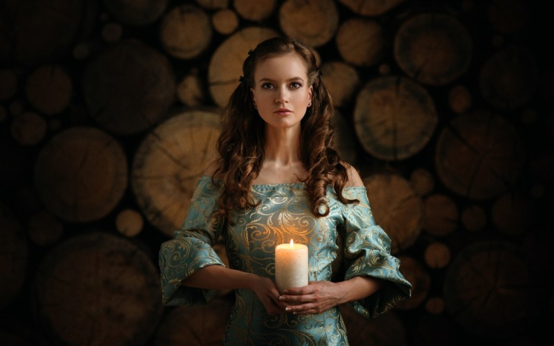anabel-devushka-svecha-plate