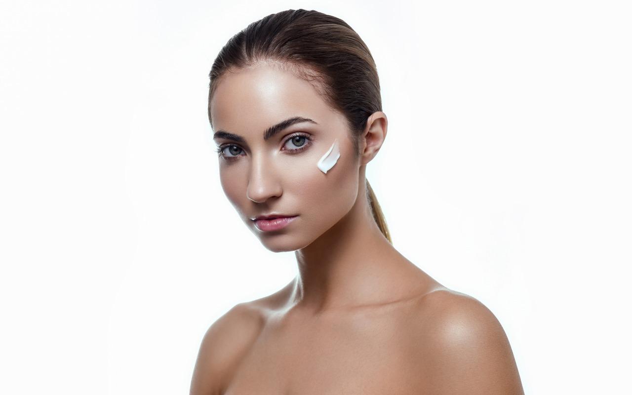 anna-model-litso-krem