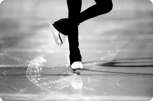 ballerina-black-and-white-figure-skating-girl-Favim.com-1287189