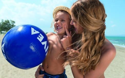 NIVEA SUN защищает и здоровье, и гардероб