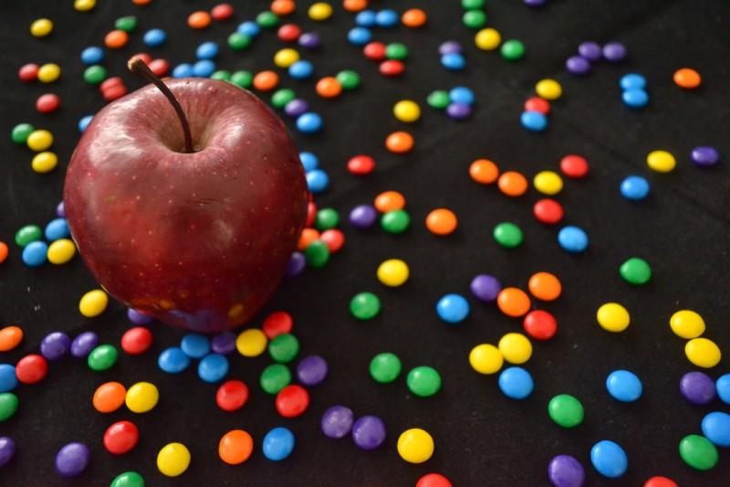 apple_with_nips_by_jetfree730-d397tai