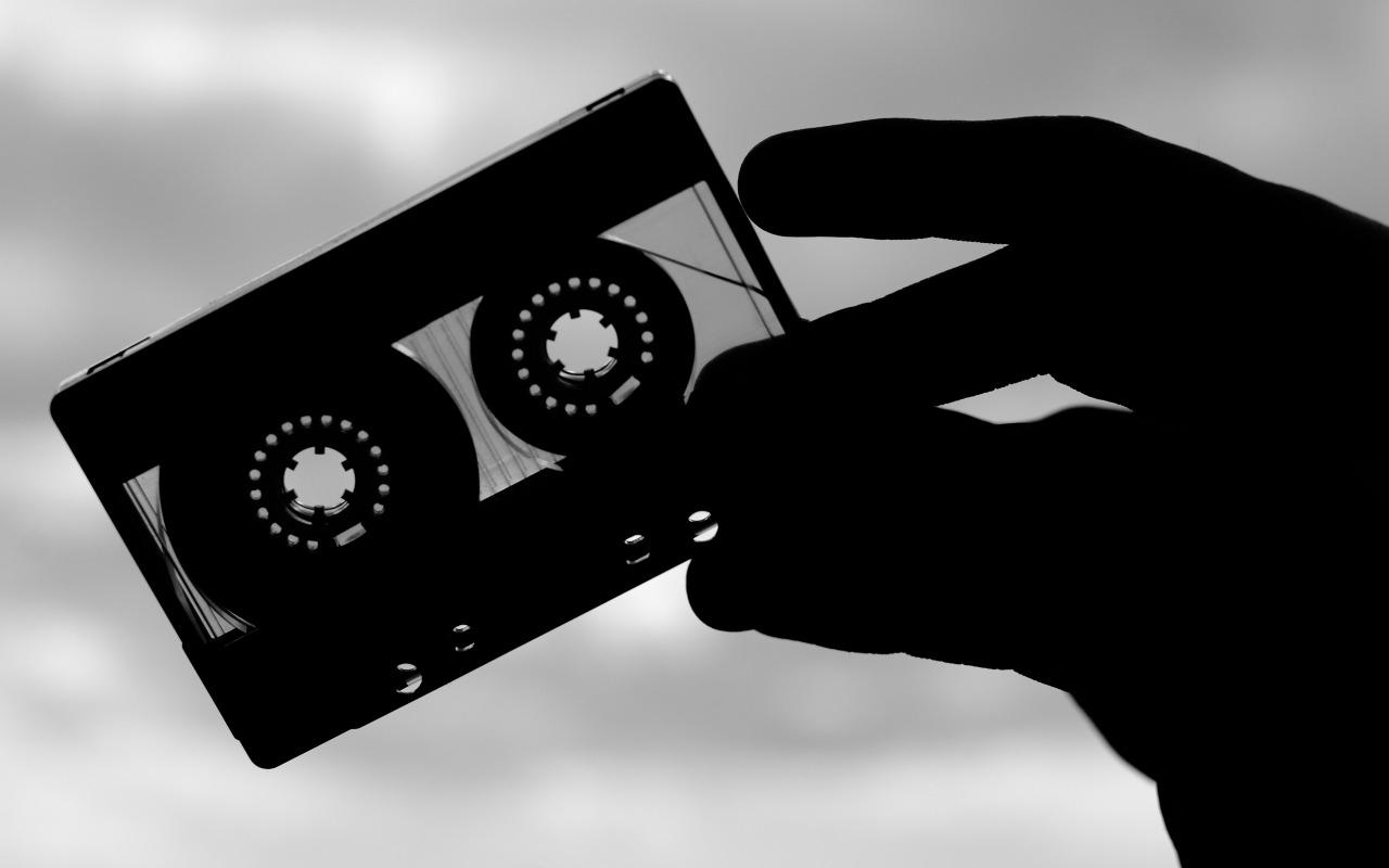 retro-audiokasseta-plenka-kasseta-muzyka
