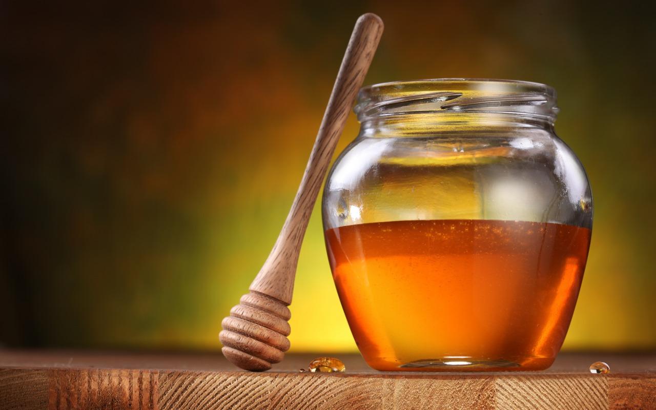 med-honey-dipper-honey