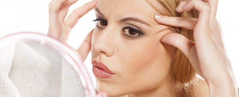 woman-wrinkles-pulling-skin-back-e1490446514148