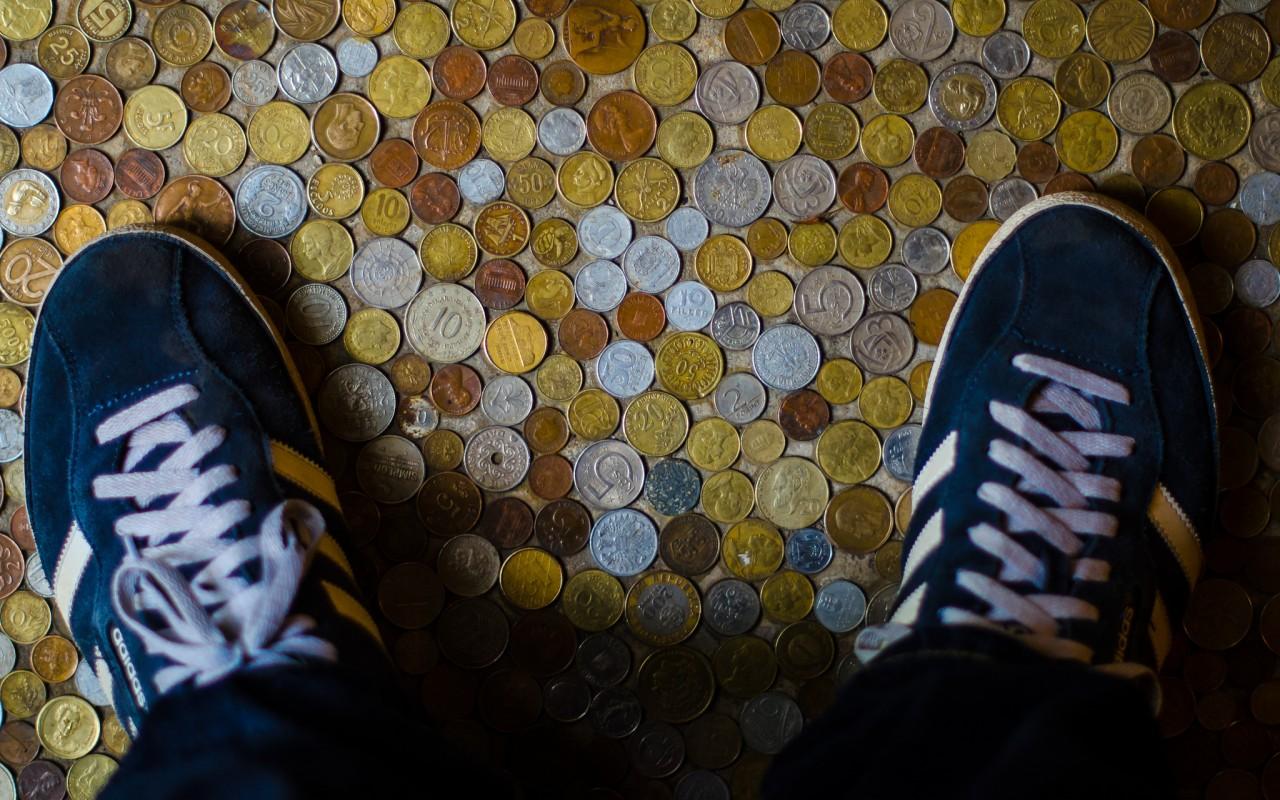 nogi-obuv-kedy-shnurki-monety