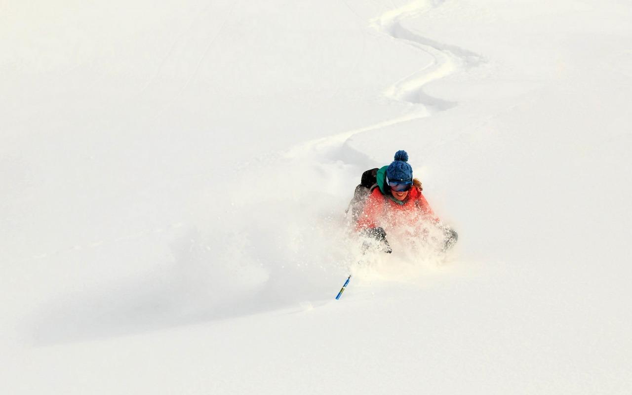 zima-sneg-lyzhi
