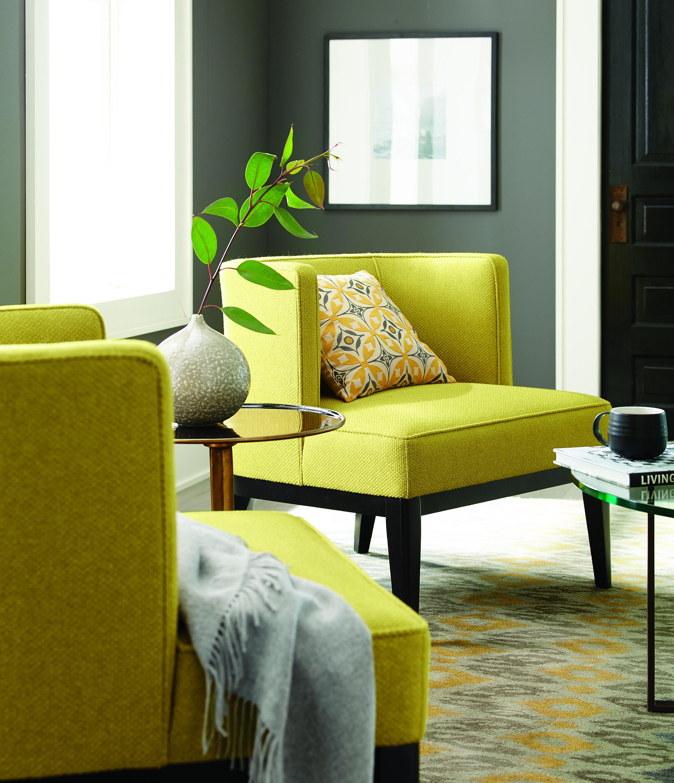 Ремонтировать квартиру: начните с кресла