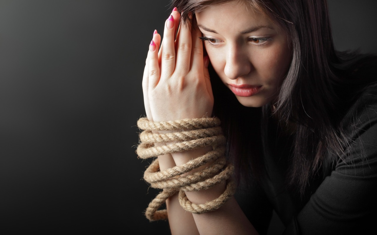 woman-rope-shackles-hands