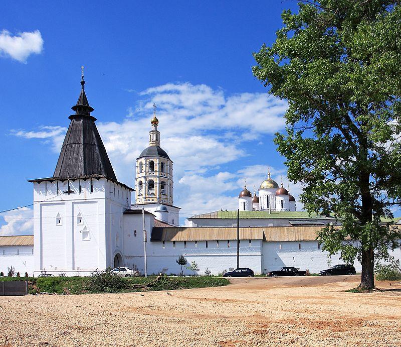 Borovsk-Pafnutyev_Monastery_-_Borovsk,_Russia_-_panoramio