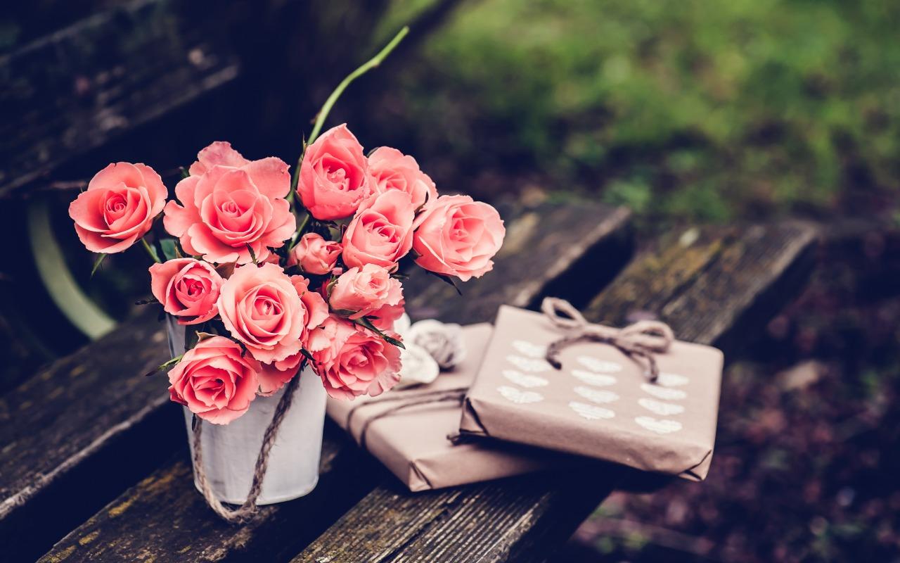 rozy-rozovye-cvety-podarki