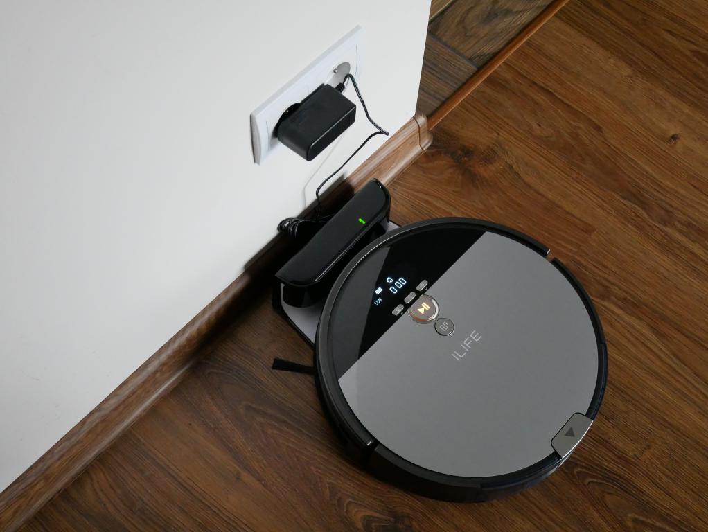 recenzja-iLife-V8S-ładowanie-robota
