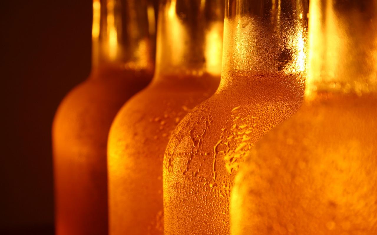 butylki-steklo-kapli-pivo