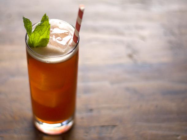 201204-209004-seasonalcocktail-raspberry-and-rum-iced-tea