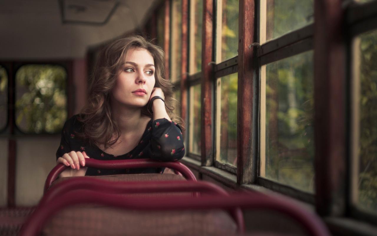 dream-girl-devushka-tramvay