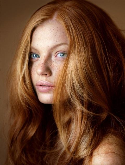 Цвета волос, которые подчеркивают морщины