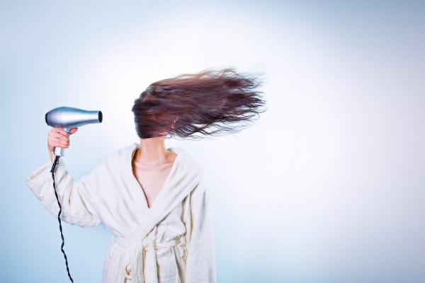 6-stvari-koje-frizeri-nikad-ne-bi-uradili-svojoj-kosi- (5)