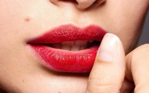 Простой способ избавиться от косметического пятна