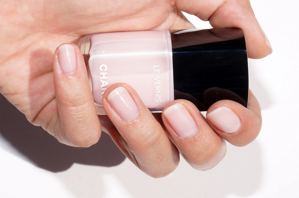 Как выбрать нюдовый лак для ногтей под тон вашей кожи | Модные тренды | Красота