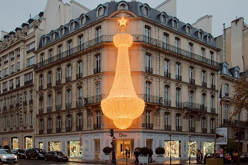 Волшебный новогодний вид бутика Dior в Париже | Модные тренды | Красота